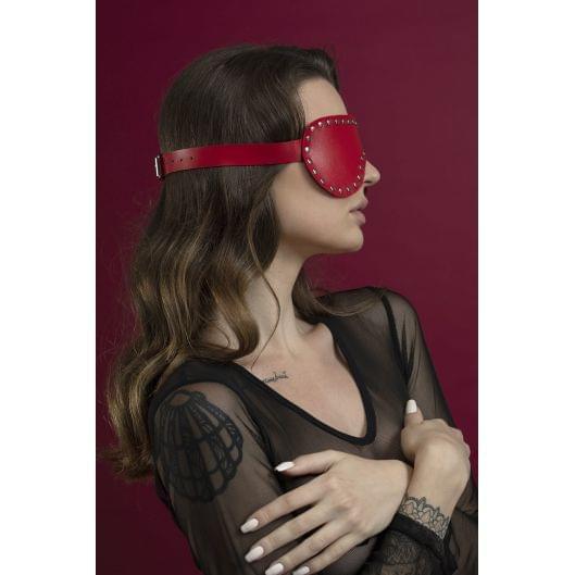 Маска на глаза с заклепками Feral Feelings - Blindfold Mask, натуральная кожа, красная (29647-29)