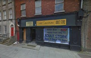 Магазин для взрослых: Секс-шоп в Дублине подвергся критике за «совершенно неуместную» надпись на витрине
